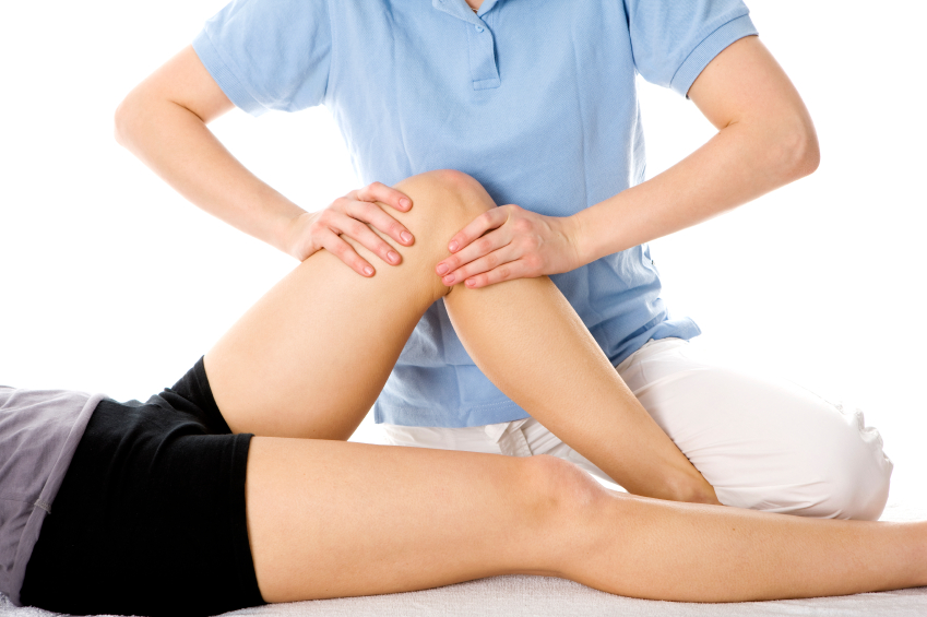 Knee pain receiving physio